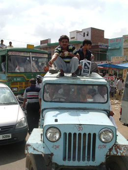 Trasporto sul jeep in India