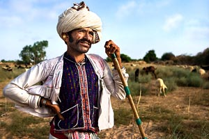 Uomo a Modhera, Gujarat - Viaggio in Rajasthan e Gujarat