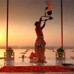 Varanasi preghiera serale, India – Viaggio per la festa Buddha Purnima