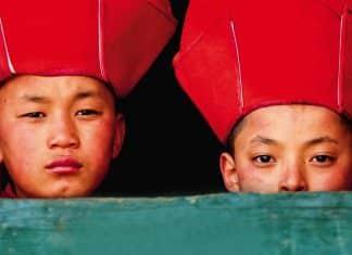Viaggio in Bhutan, Bambini in monastero