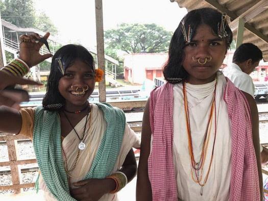 Ragazze Dongaria Kond al Mercato tribale di Chatikona - Viaggio tribale in Orissa